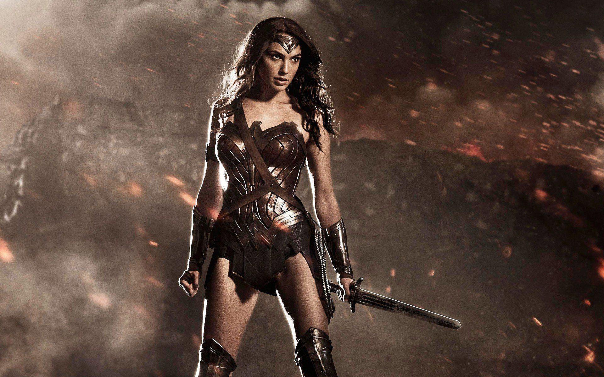 Mulher-Maravilha | Gal Gadot comenta sobre uniforme da protagonista