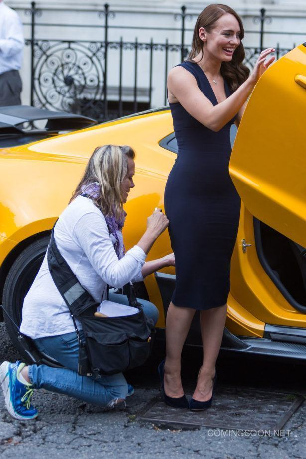 Stunned office workers watch Mark Wahlberg, Laura Haddock and Bumblebee film Transformers in central London. Featuring: Laura Haddock Where: London, United Kingdom When: 05 Sep 2016 Credit: WENN.com