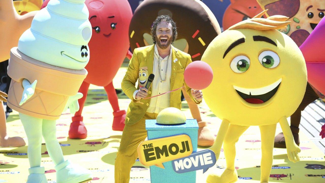 Emoji: O Filme | T. J. Miller faz manobra inusitada em ação promocional no Festival de Cannes