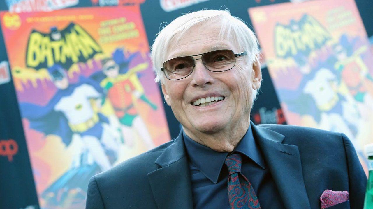 Adam West, famoso pelo Batman da série de TV, morre aos 88 anos